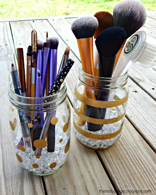 DIY makeup storage: thehollypaige.blogspot.com