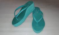 Sandal Untuk Kaki Mungil (Kelom Geulis Tasikmalaya)