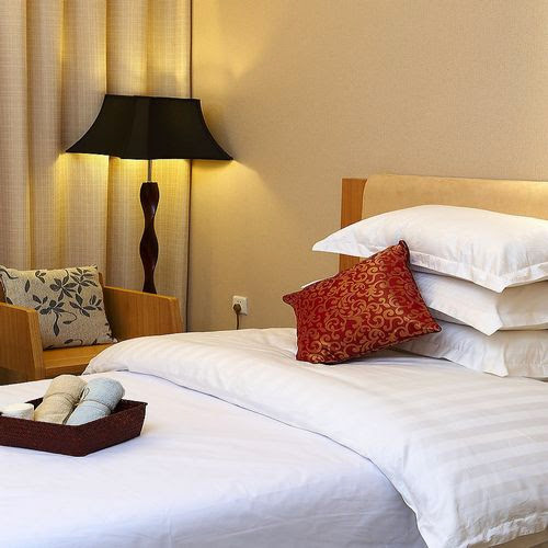 Lenjerii de pat damasc satint in dungi Hotel - Lenjerii de pat damasc / Lenjerii bumbac satinat