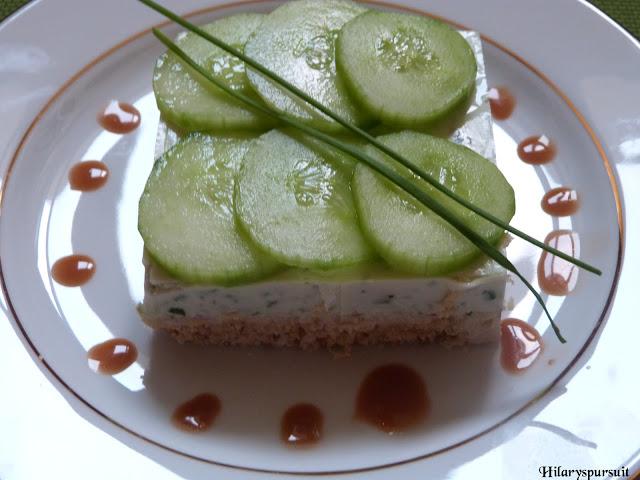 Cheesecake aux concombres et sa vinaigrette de poivron