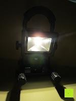 Licht an: as - Schwabe Chip-LED-Akku-Strahler 10 W, geeignet für Außenbereich, Gewerbe, blau, 46971