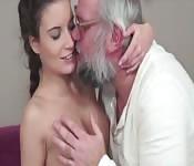 medico comendo a enfermeira