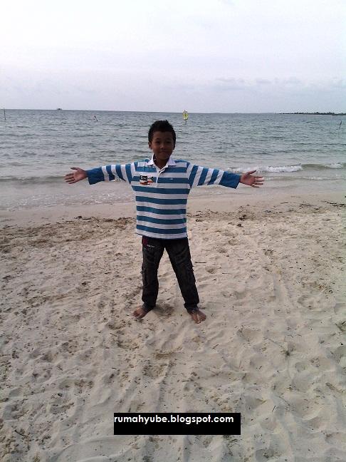 background laut jernih