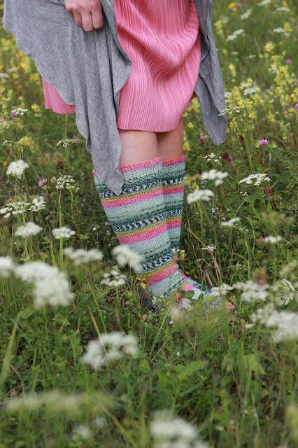 khadin lankalabyrintti neulotut villasukat polvisukat opal kimallelanka knitting