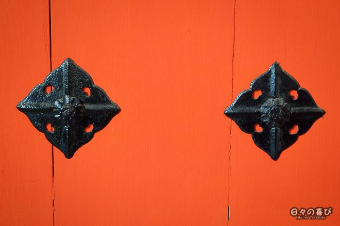 porte vermillon, détail, sanctuaire Iwashimizu Hachiman-gû, Yawata