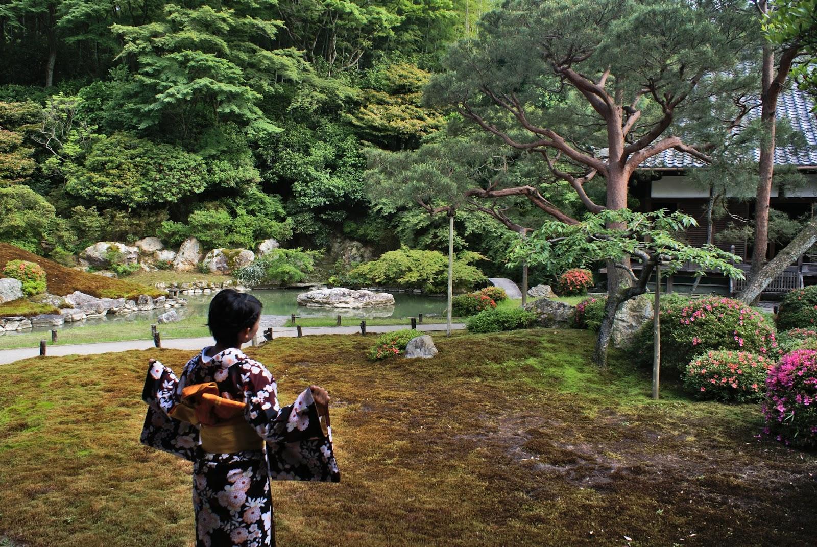 kyoto japan higashiyama shoren-in garden kimono