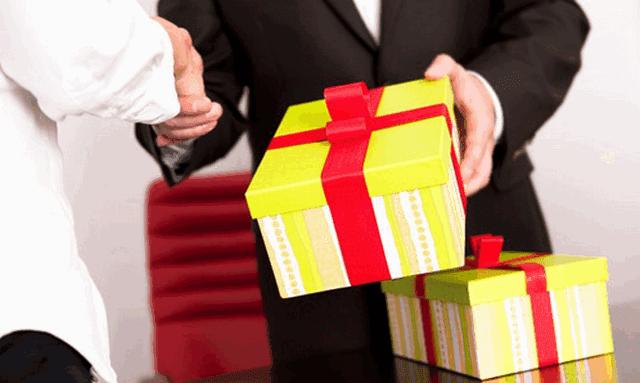 Tặng quà cho sếp không đơn giản nó là cả một nghệ thuật