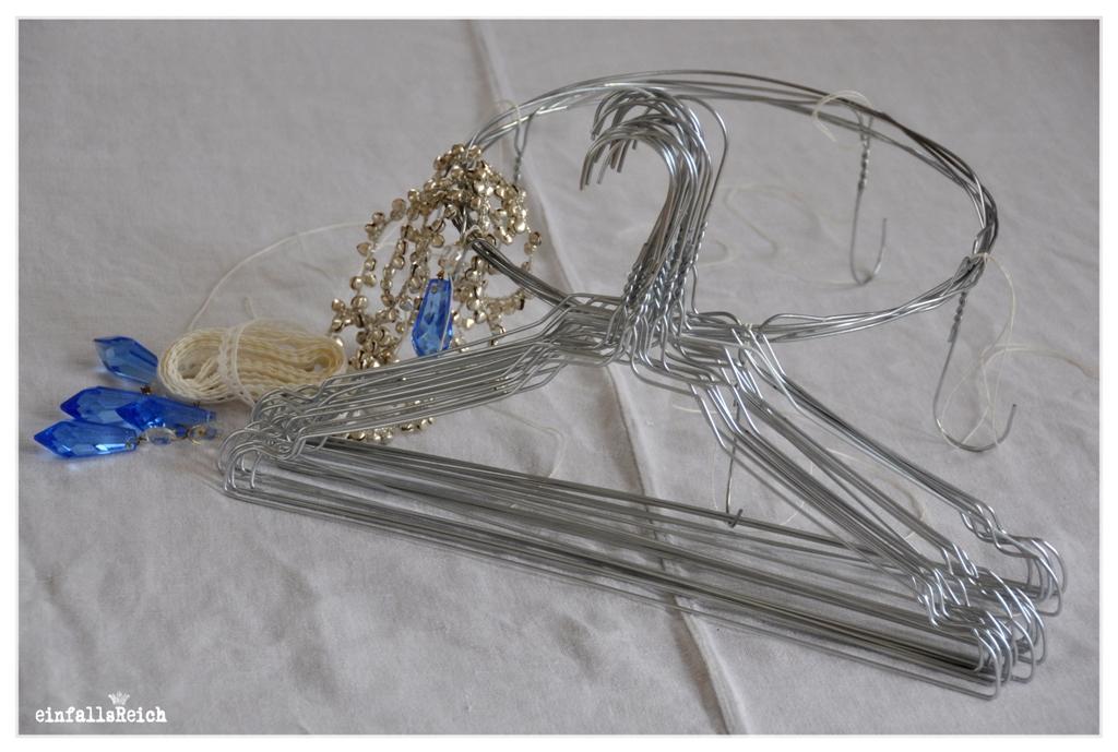 diy:hängekranz aus drahtbügeln ... | einfallsReich