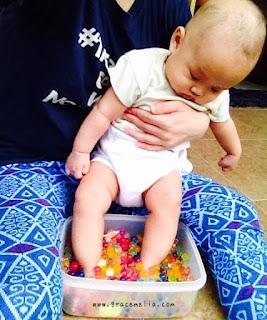 cara menstimulasi kaki bayi 3 bulan