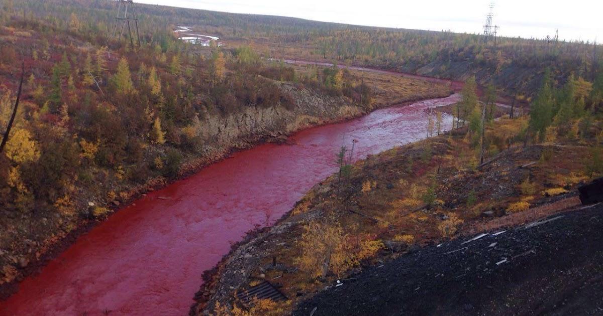 Norilsk, Siberia: una delle citta' piu' inquinate del mondo ha ora anche un misterioso fiume rosso