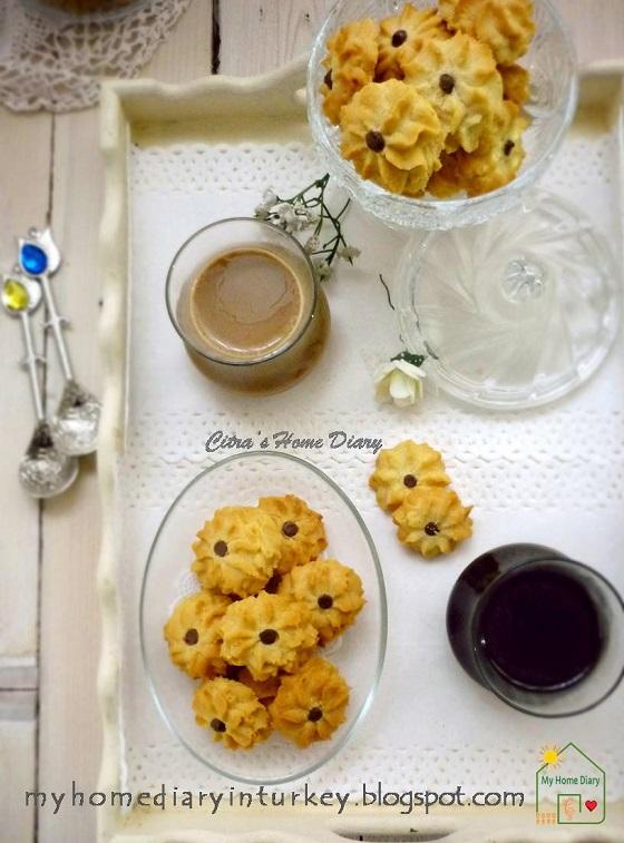 Melt in your mouth Peanut butter spritz cookies / Semprit selai kacang yang nagih enaknya