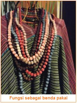 Fungsi kerajinan tekstil sebagai benda pakai - perhiasan