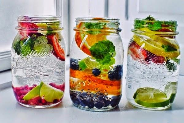 foloseste fructe si ierburi ca sa aromezi apa plata