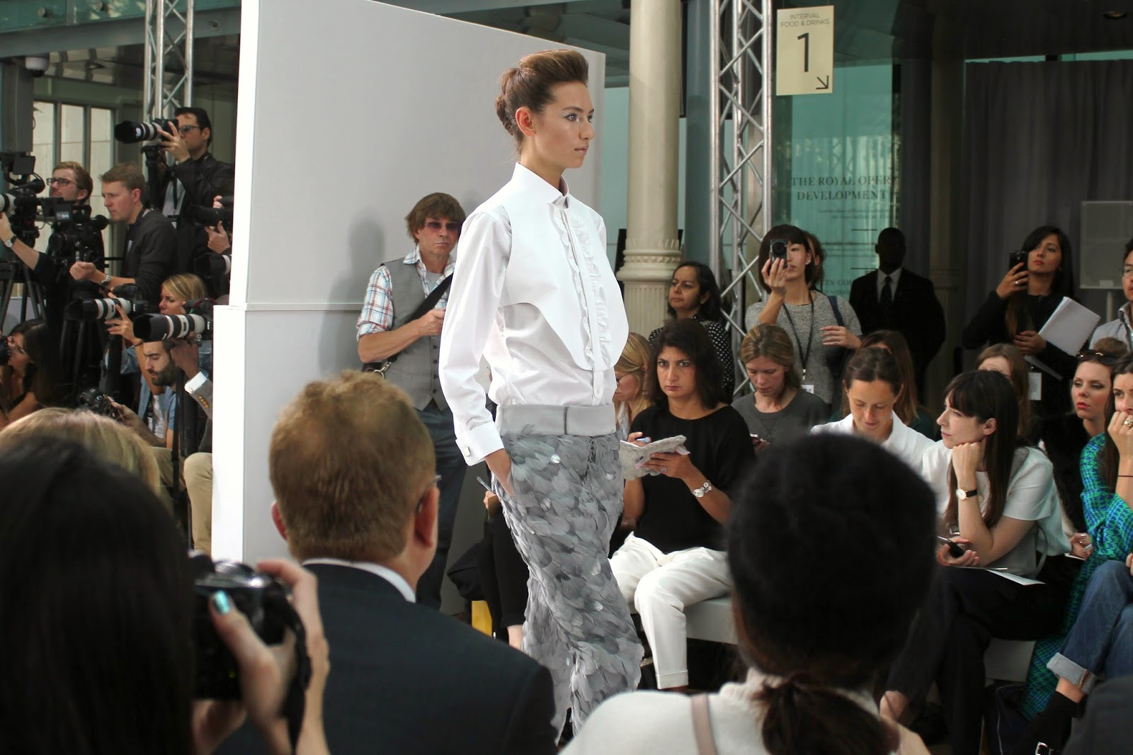 london-fashion-week-2014-lfw-DAKS-show-catwalk-spring-summer-2015-models-clothes-fashion-frow-royal-opera-house-shirt-trousers-feathers