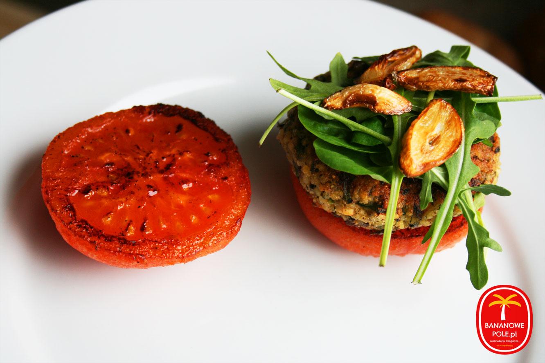 Jaglany burger w pomidorach