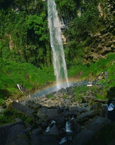 Indahnya Wisata Air Terjun Grojogan Sewu Tawangmangu