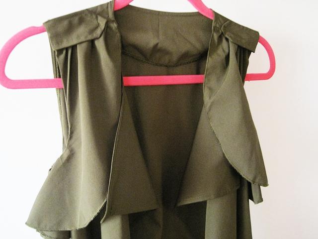 http://www.lovelywholesale.com/wholesale-trendy+turndown+collar+sleeveless+asymmetrical+chiffon+long+coat-g147619.html