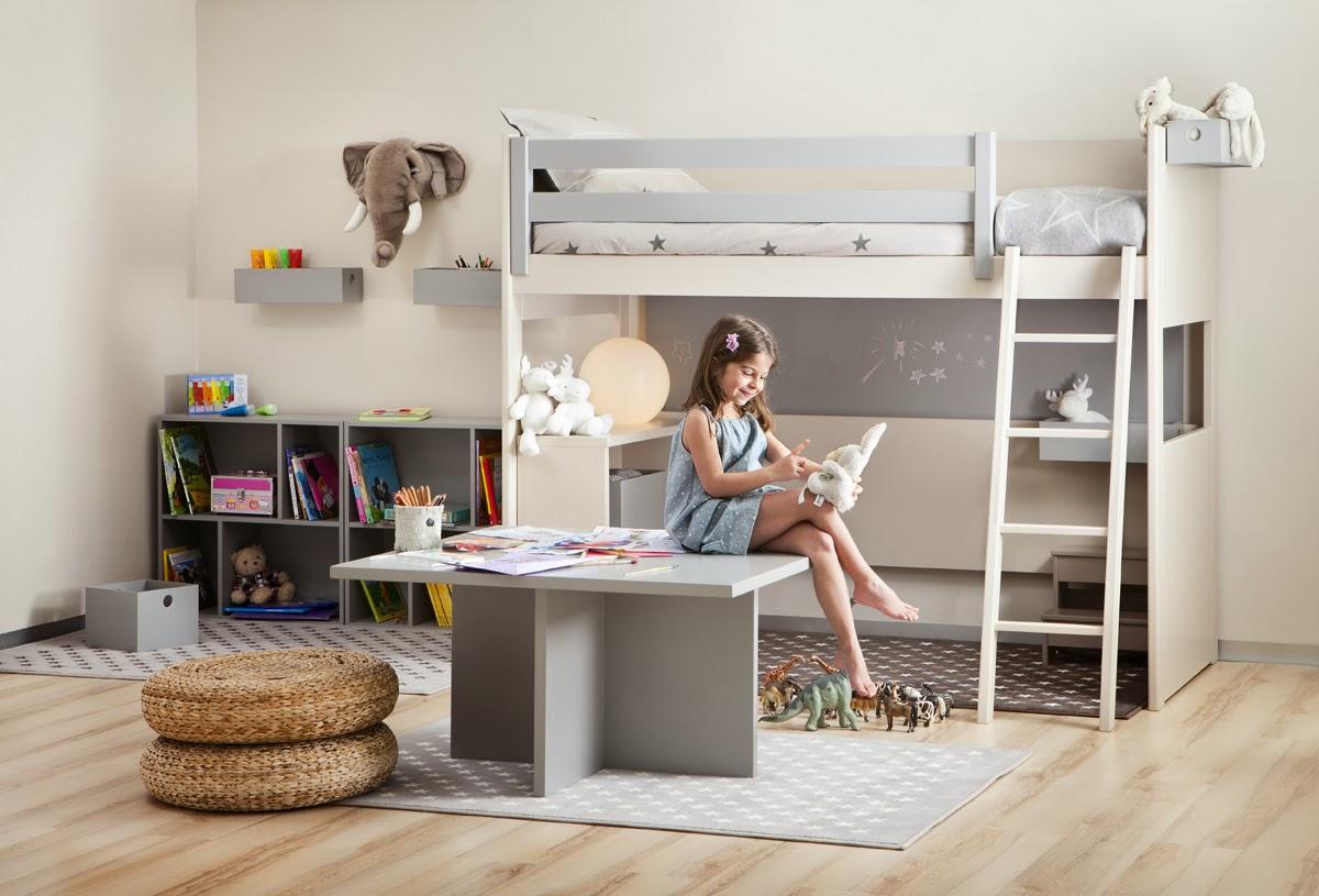 cama litera con escritorio debajo lacada en blanco roto y azul