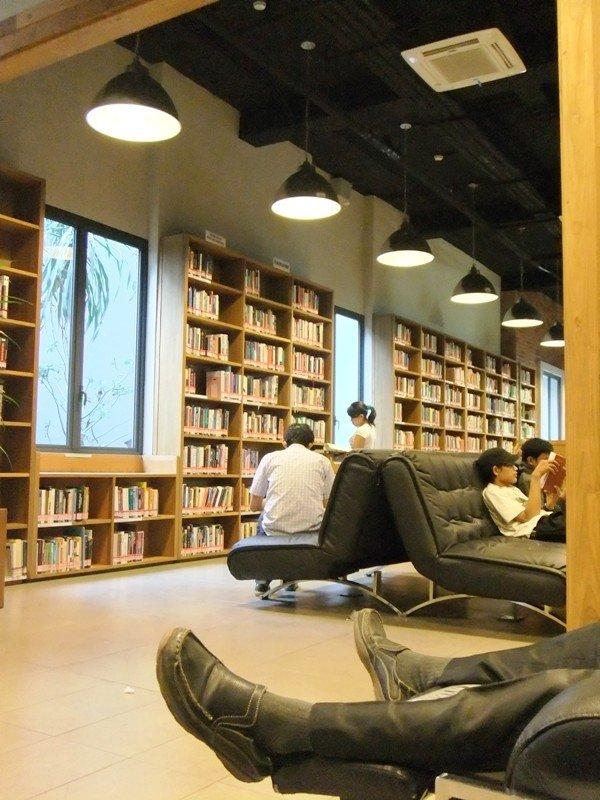 Perpustakaan Tempat Baca Buku Freedom