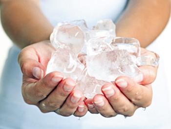 Đá lạnh giúp giảm đau hiệu quả