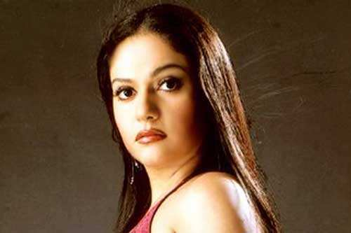 Gracy Singh Biography, Wiki, Dob, Height, Weight, Family ...