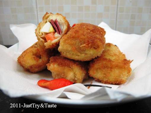 http://www.justtryandtaste.com/2011/11/risoles-daging-asap-telur-rebus-wortel.html