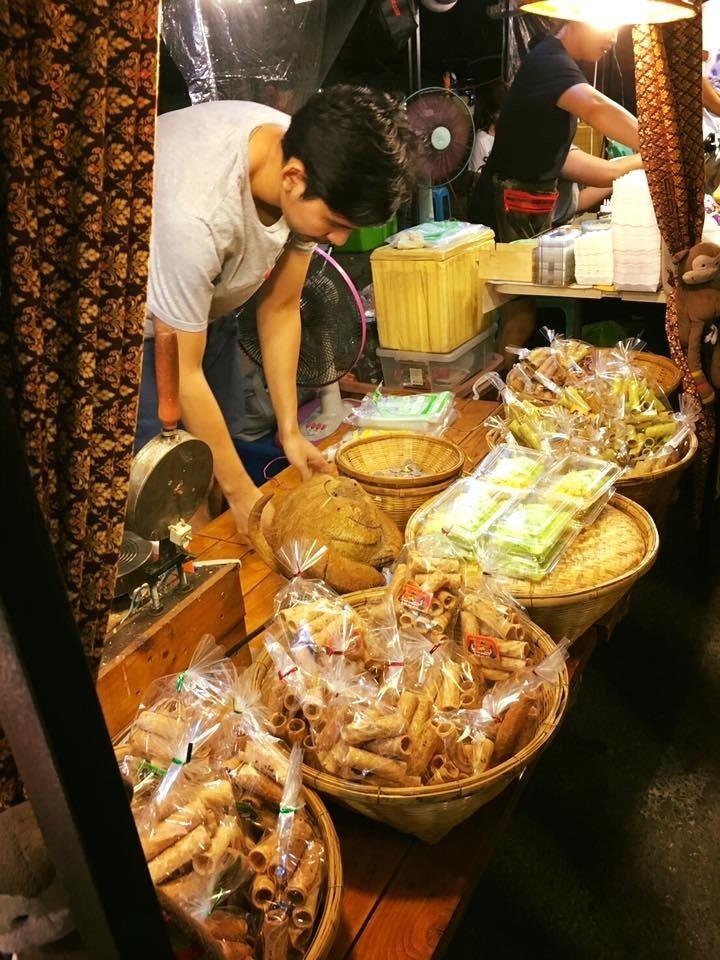 ขายอะไรดีตลาดนัด ขายขนมไทย