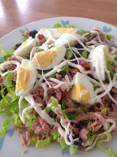 plate of salad with tuna