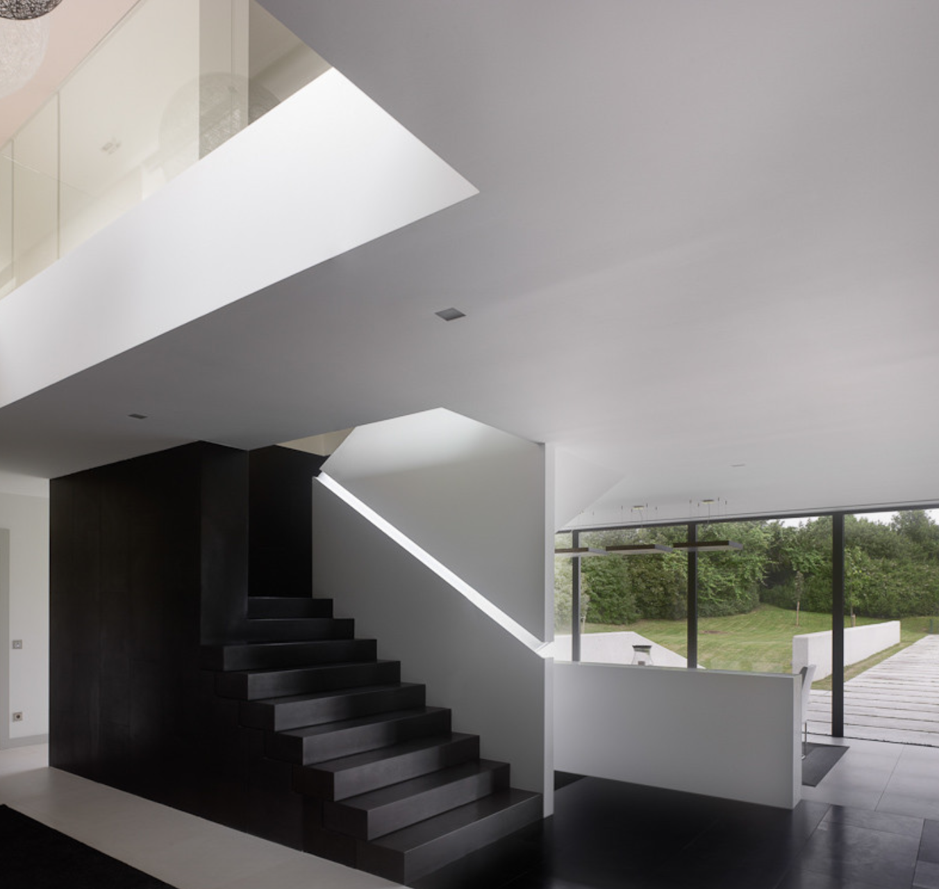 By The Use Of A Color Change On The Staircase, It Adds To The Modern Black  And White Feel.