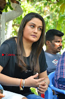 Tamil Actress Sonia Agarwal Pos in Denim Jeans at Unnaal Ennaal Movie Shooting Spot  0012.jpg