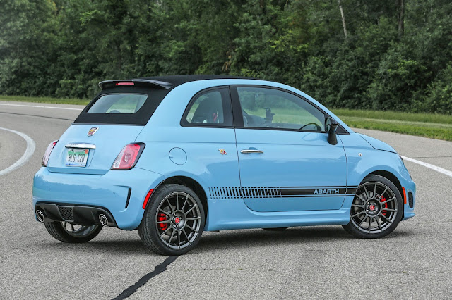 Rear 3/4 view of 2016 Fiat 500 Abarth