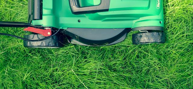 Pielęgnacja trawnika- koszenie