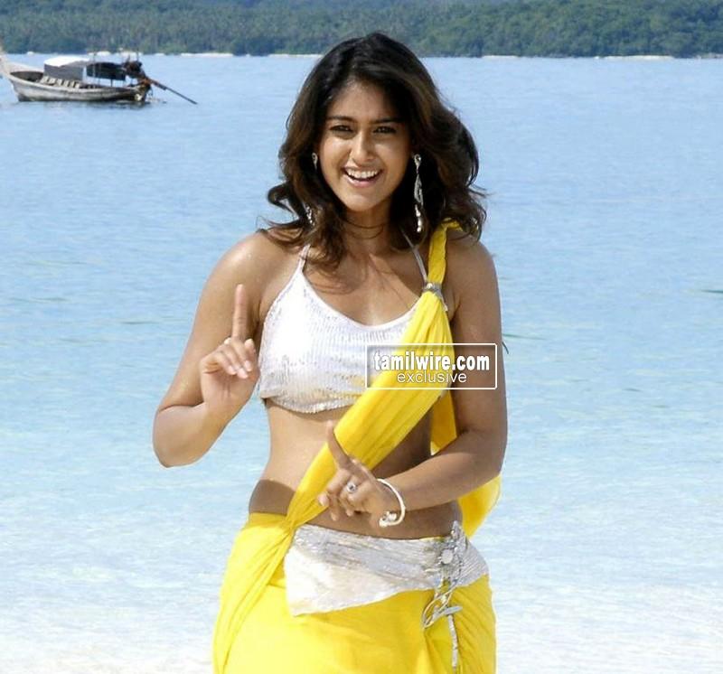 Drogam Nadanthathu Enna Poster: Tamil Cinema Foto: Actress Ileana Hottest Stills