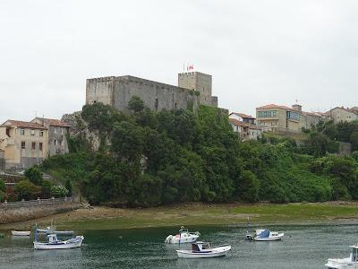 Castillo de San Vicente de la Barquera, Cantabria. También llamado Castillo del Rey