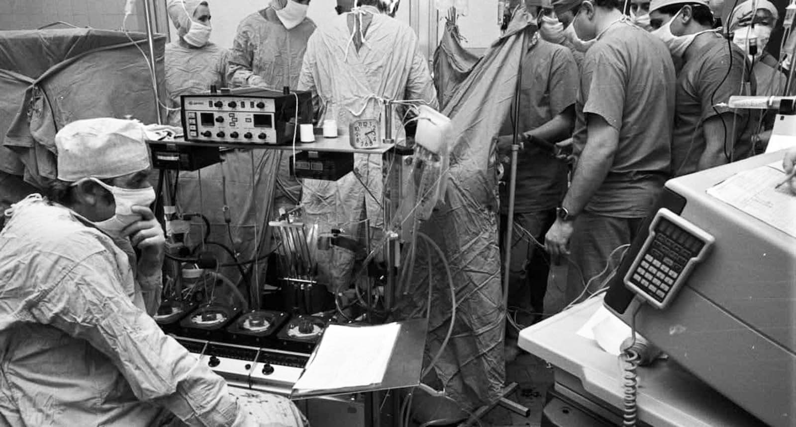 Zbigniew Religa and his team during the heart operation. The donor was in a coma, and after verification of brain death, the organs were transferred from Warsaw to Zabrze.