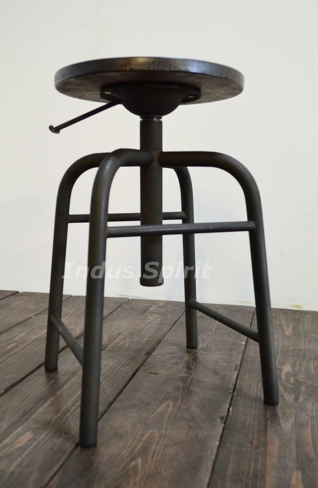 tabouret industriel ancien bande transporteuse caoutchouc. Black Bedroom Furniture Sets. Home Design Ideas