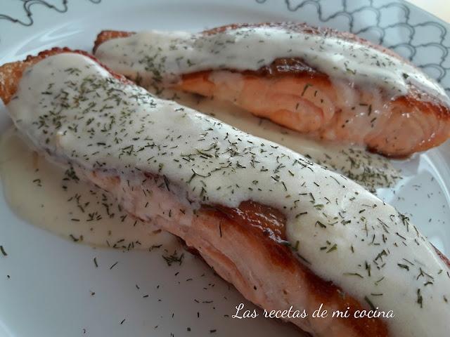 Salmón a la plancha con salsa de cava