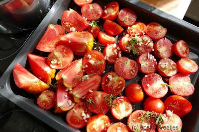 Tomatensaus met kruiden, passata, oogst