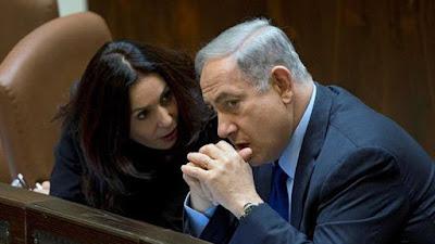 La ministra israelí de cultura, Miri Regev, reunida con el premier, Benyamin Netanyahu.