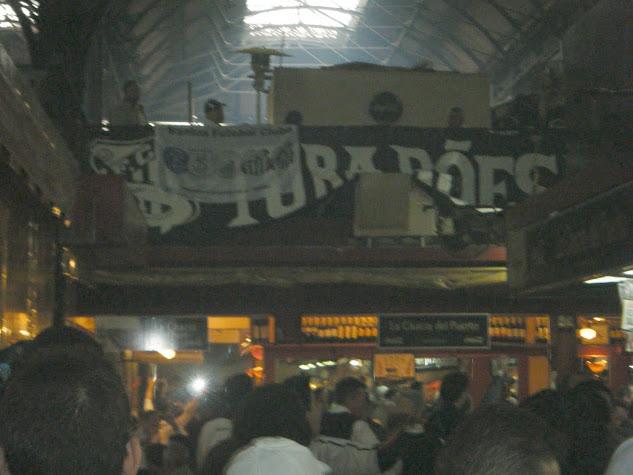 Torcida Santista no Mercado do Porto de Montevidéu
