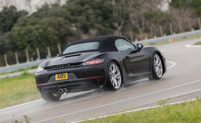 Porsche 718 Boxster S 2018 Review, Price, Specs