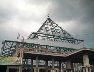 Atap joglo dengan sokoguru