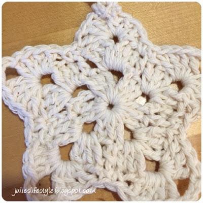 Julies Creative Lifestyle Making Crochet Christmas Ornaments