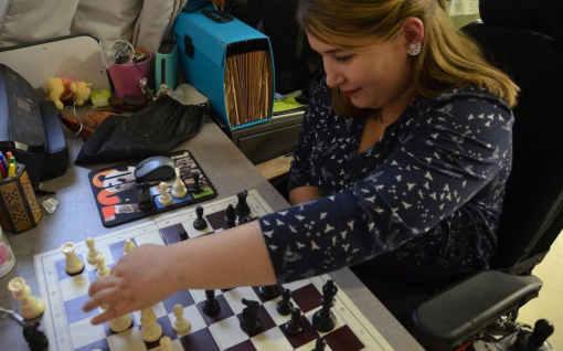 Qualifiée pour le tournoi national féminin de 2020, Solenn Afraoui, jeune licenciée de l'US Villejuif Échecs, vise le titre de championne de France - Photo © Le Parisien/Lucile Métout