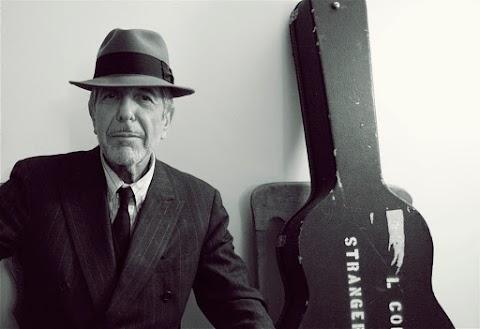 POESÍA Buscando una hoja o un pañuelo | Leonard Cohen