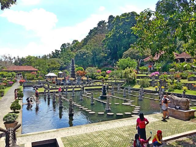 экскурсии на Бали.Тирта Ганга — водный дворец (Tirta Gangga )