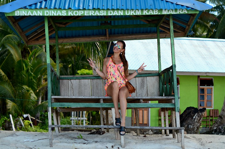Romper, Play suit, Chloe Mini Marcie bag tan, Rainbow aviators, Flat sandals, Kei Kecil, Maluku, Indonesia, beach outfit, Tamara Chloé, TC Style Clues