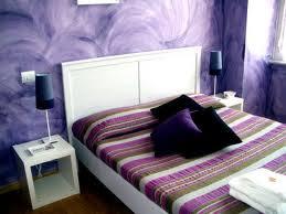 Habitación color morado lila