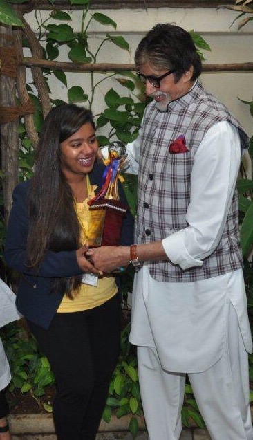 (L-R) Shraddha Thorat, Student WWI with Mr. Amitabh Bachchan