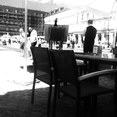 Kellner im Soportal Plaza Major Madrid Retaurant